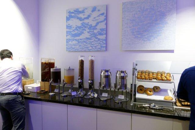 Delta Sky Club in Fort Lauderdale breakfast