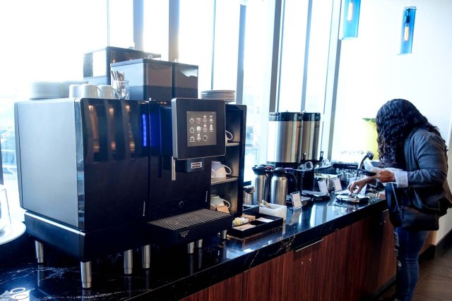 The coffee and tea area at Centurion Lounge in Philadelphia