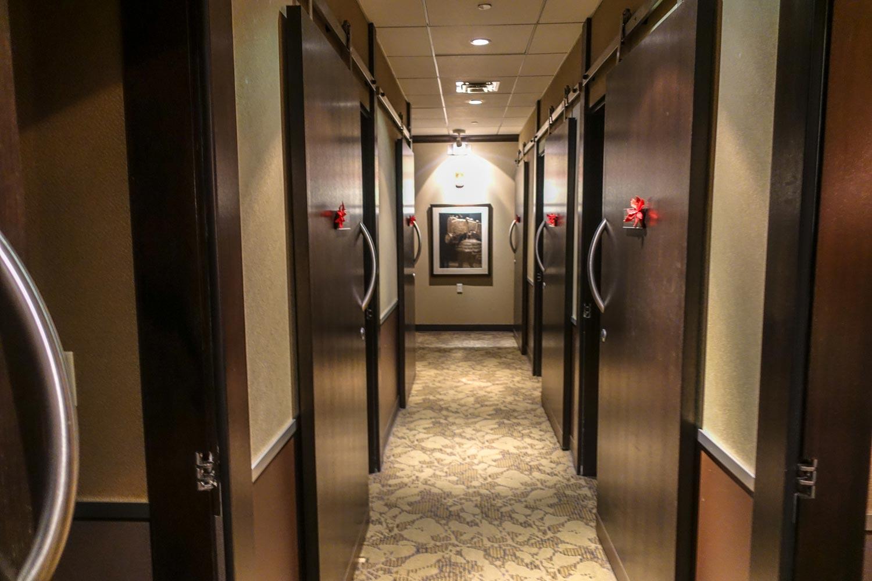 minute suites at philadelphia international airport hallway