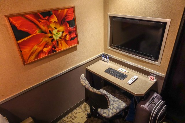 minute suites at philadelphia international airport television and keyboard
