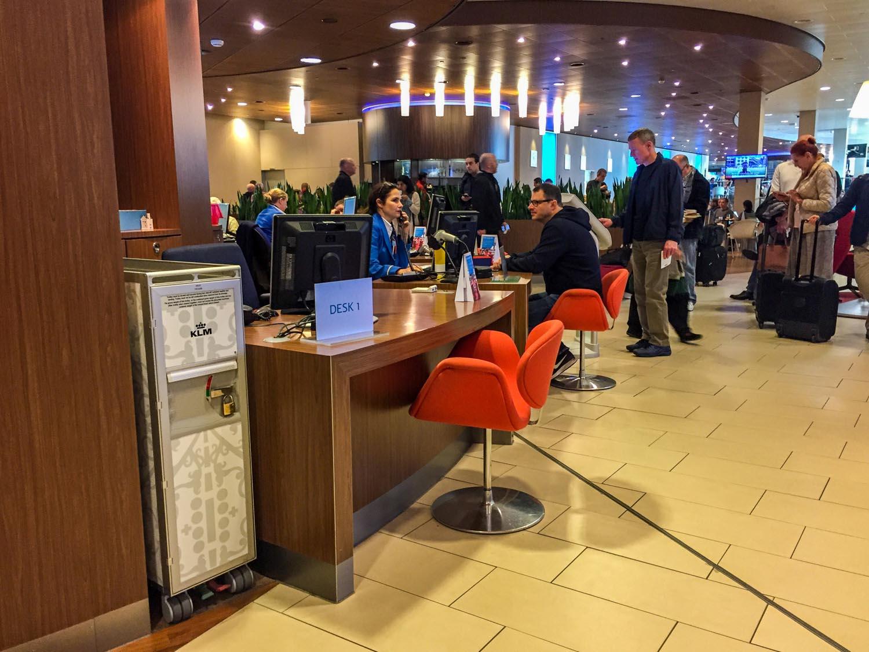 KLM Crown Lounge 52 help desk