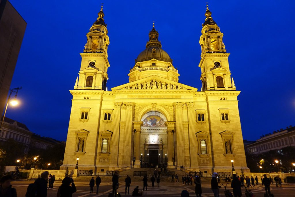 unusual things to do in Budapest st stephens basilica