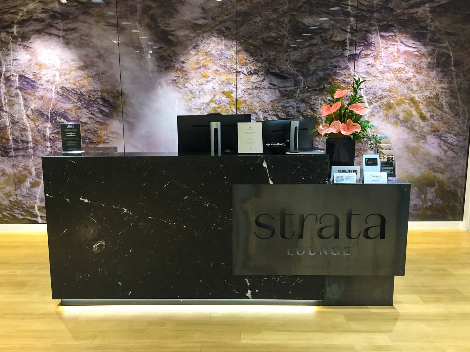 strata lounge auckland airport - reception