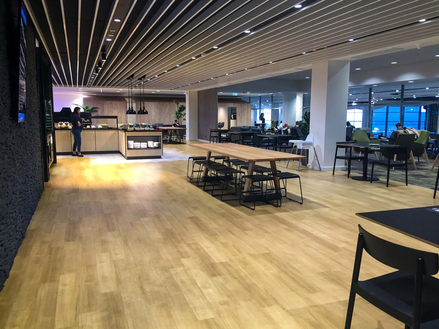 strata lounge auckland airport - wide view
