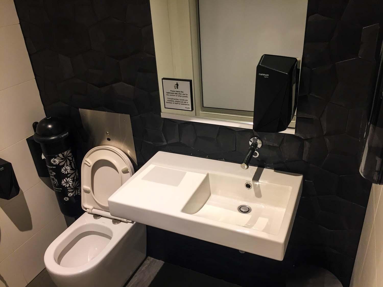 Strata Lounge auckland airport - bathroom