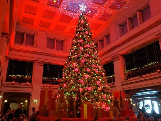 large Xmas tree at the Walnut Room in Chicago