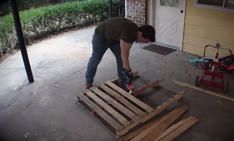 Disassemble Pallets