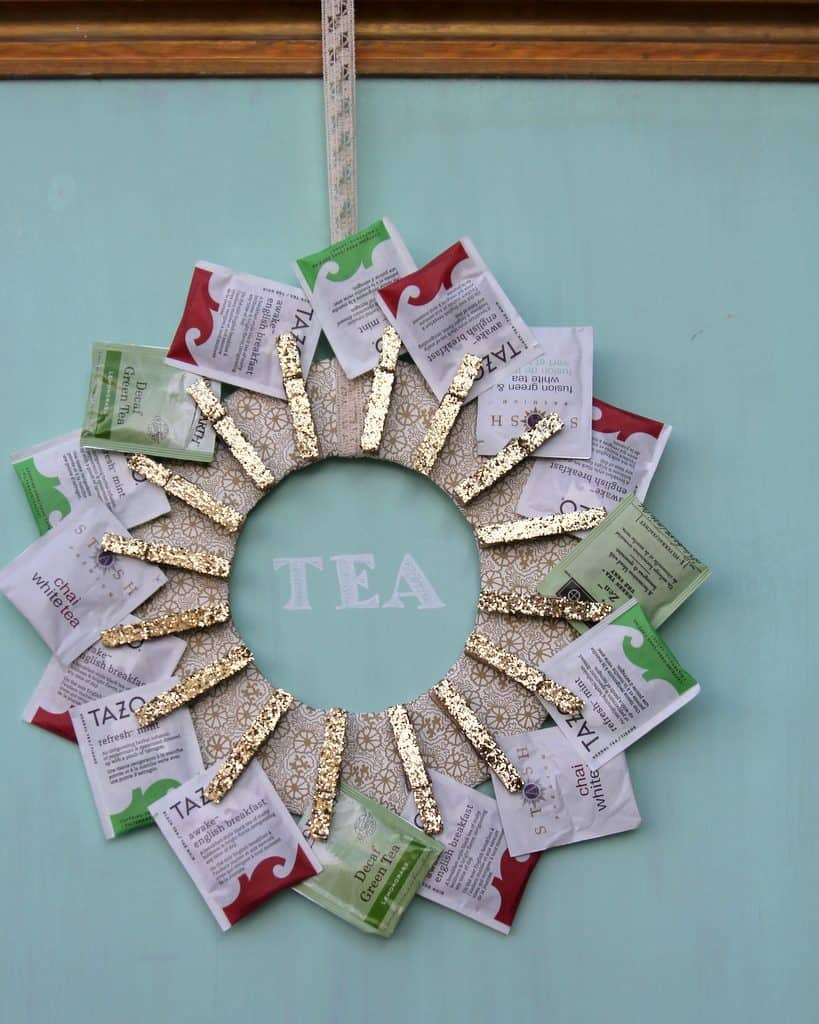 DIY Wreath Made Out Of Tea