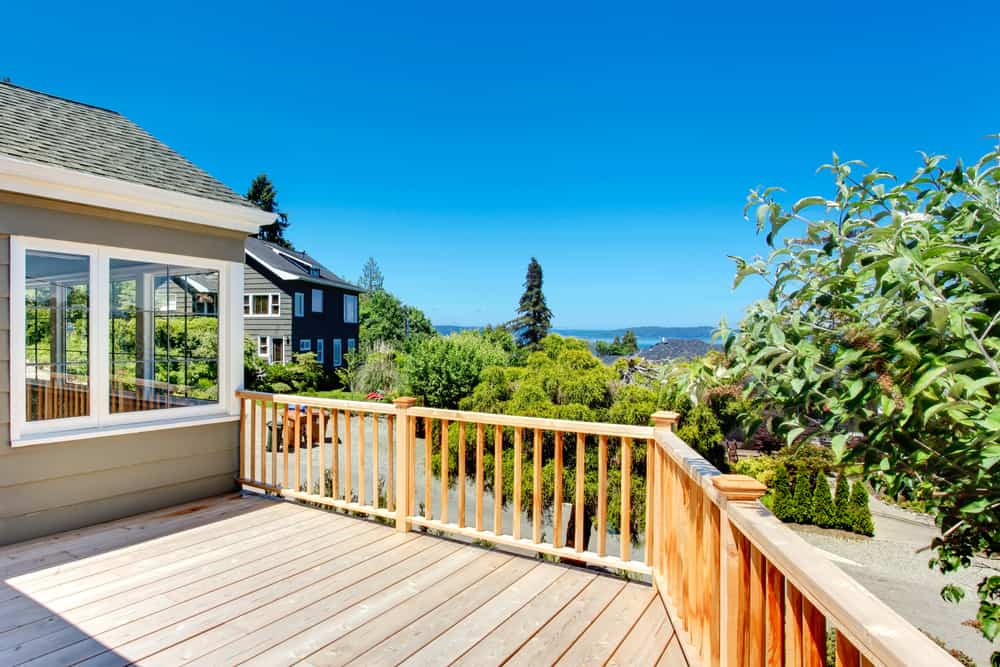 raised deck vertical railing