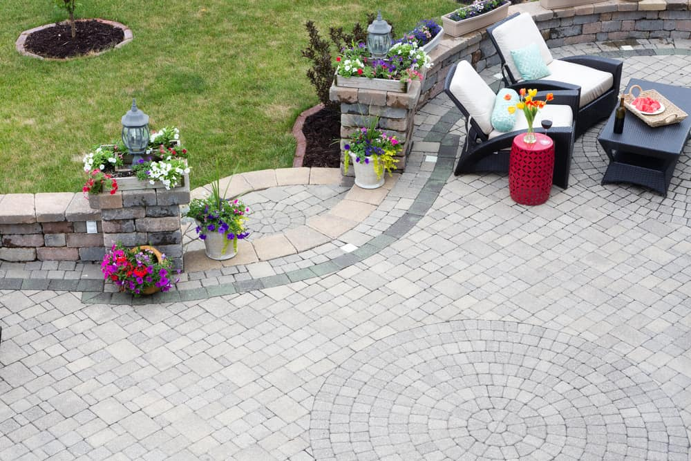 curved lines raised patio