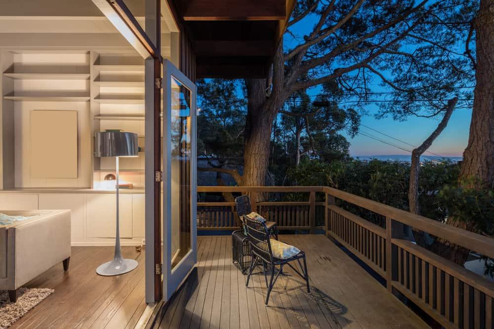 balcony deck wood railing