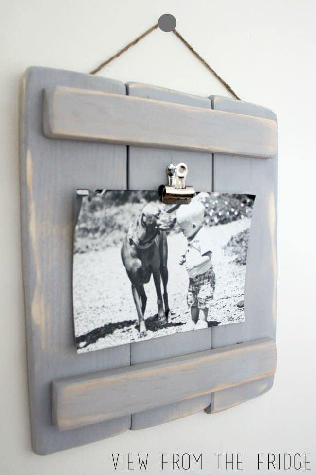 DIY Pallet Plaques Make rustic DIY pallet plaques as gifts or home decor. No matter where you hang your pallet plaque, I promise everyone is going to ask you where you got it from.thesawguy.com