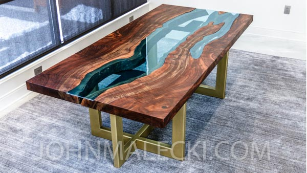 Get all the details you need in this guide to show you how to make a live edge river table! It is seriously so awesome! You could even make them and sell the tables too. thesawguy.com
