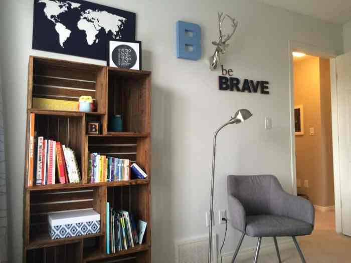DIY Bookshelf Made With Crates These DIY bookshelves are put together with crates and add charm to any room. Perfect for a child's room too because they can store toys and books and keep them off the floor. They are elegant enough to go in your living room too.thesawguy.com