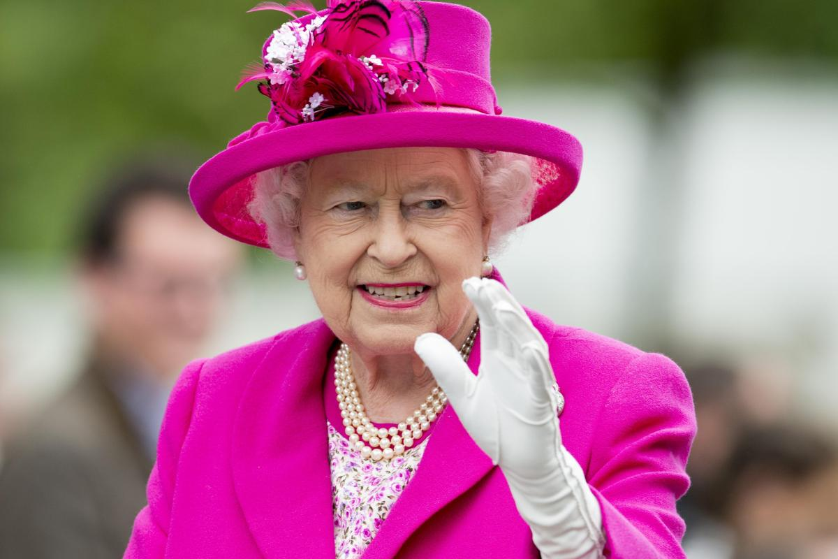 how old is the queen why does elizabeth ii have two birthdays a year and what dates are they. Black Bedroom Furniture Sets. Home Design Ideas