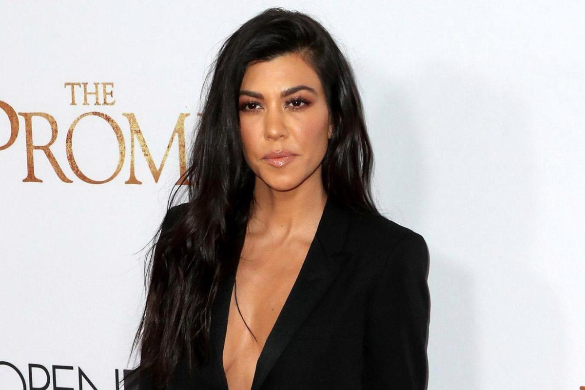 Who is kourtney kardashian who is her boyfriend younes for How many kardashians are there