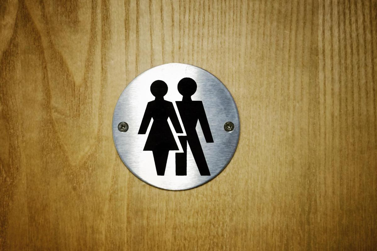 Parents raging after Midlothian primary school changes toilets to unisex over break – with boys spotted p