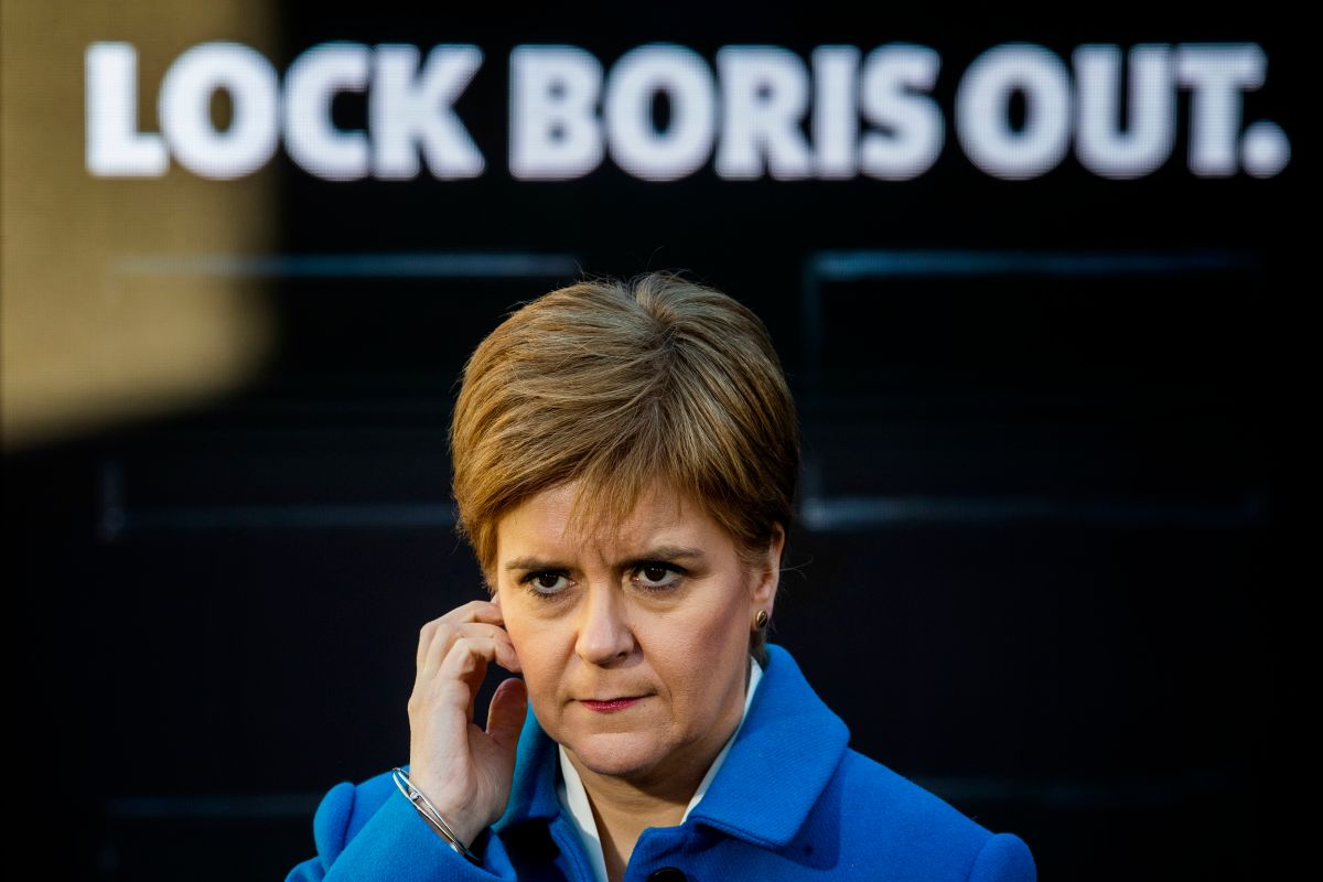 Nicola Sturgeon cuts back 'IndyRef2020' Twitter posts as poll shows the issue bombs with voters