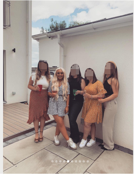 Caitlyn posing for pics with her friends at the house birthday party