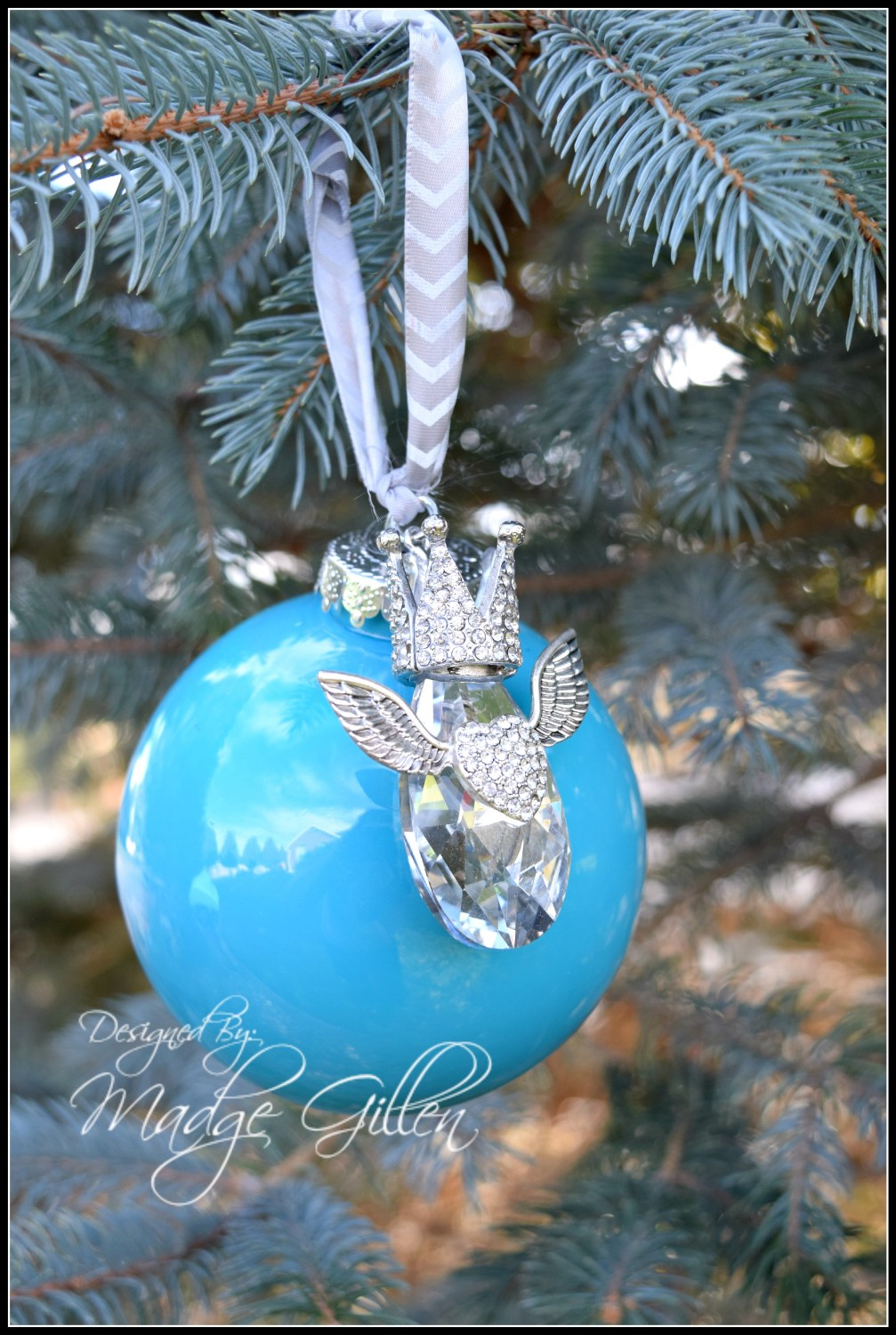 Blue Ornament with crystal1