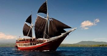 Liveaboard dive boat 'The Seven Seas', Komodo National Park, Nusa Tenggara, Indonesia