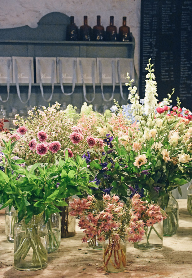 Summer flower arrangements with Dartington Crystal | These Four Walls blog