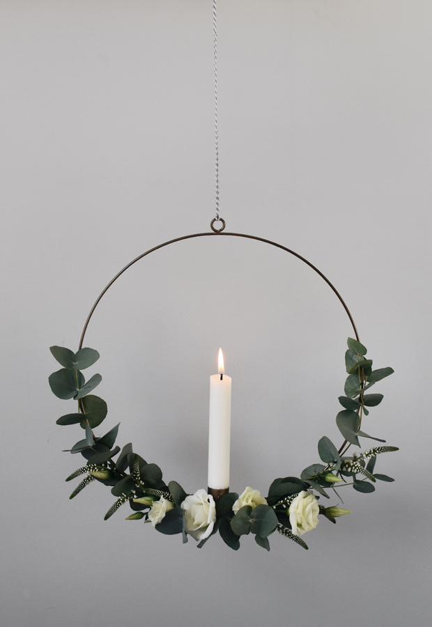 minimal Christmas wreath with candle