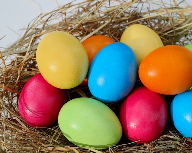Color Your Easter Eggs Without a Kit - The Self Sufficient HomeAcre