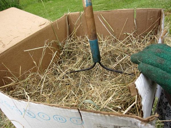 adding hay to my redneck hay baler