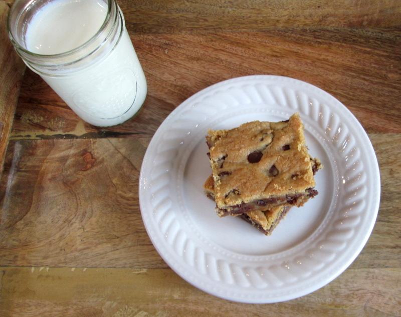 Gooey Chocolate Chip Cookie Bars