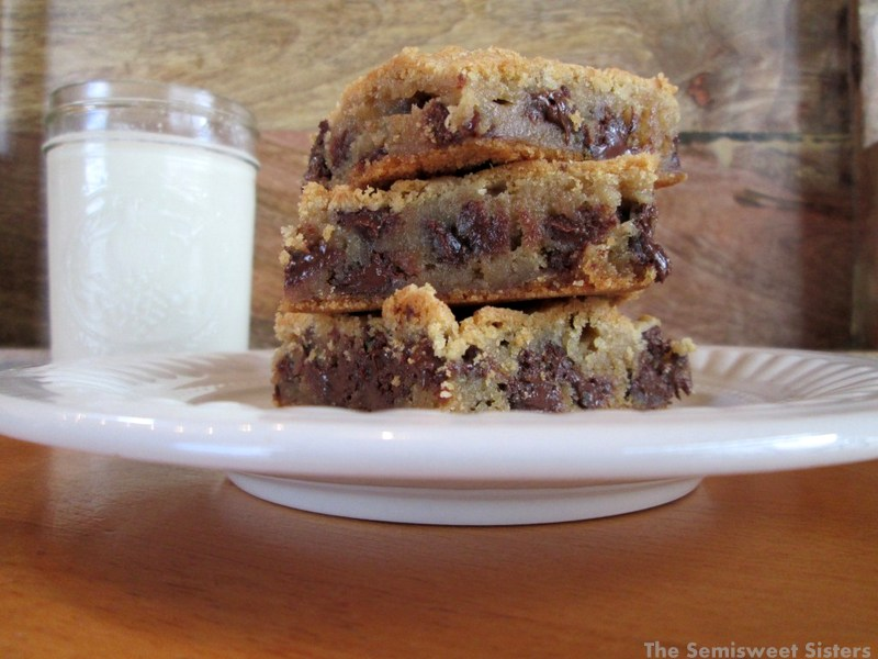 Gooey Chocolate Chip Cookie Bars