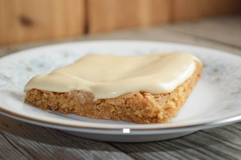 These Easy Cake Mix Caramel Bars are the perfect bar cookie to make for a quick dessert for the family or a pitch-in at work.