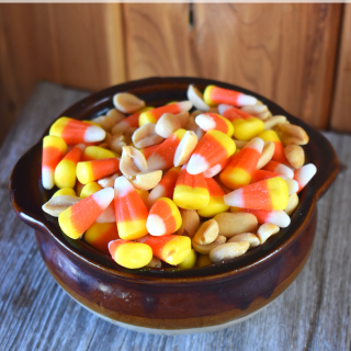 If you love the combination of salty and sweet, then this Mock PayDay Bar Mix is right up your alley. PayDay Snack Mix with Candy Corn and Peanuts is the perfect fall party mix.