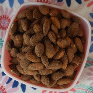 Looking for a protein-packed snack that follows a clean eating diet? Cocoa Dusted Almonds with Protein Powder will remind you of your favorite snack without the added sugar. When the hunger-pain hits, grab a handful of these healthy treats.