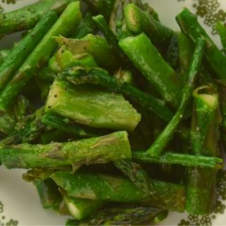 Take the confusion out of preparing asparagus by following this Perfect Microwave Asparagus recipe. The method is quick and easy, and the result is a roasted asparagus that will soon become your go-to asparagus recipe.