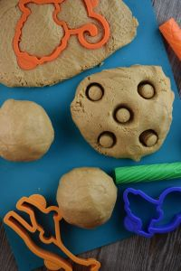 Edible Peanut Butter Play Dough is a simple homemade play dough recipe that can be eaten! Using creamy peanut butter, dry milk (powdered milk) and honey, kids love this recipe is fun to make and play with.