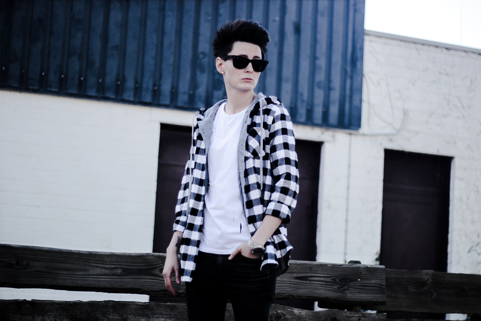 houndstooth-long-sleeves-monochrome-style