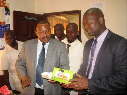 kELFALA MARRAH inspecting-counterfeit-drugs-with-Registrar-Johnson-at-the-Pharmacy-Board-left (1)