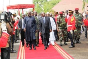 president koroma arrives in guinea - oct 2011