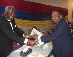 John Bonoh sisay - Koroma awarding the CEO of Sierra Rutile