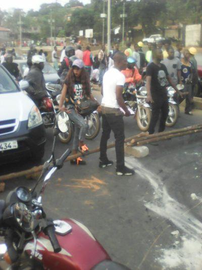 students blockade in Bo 1