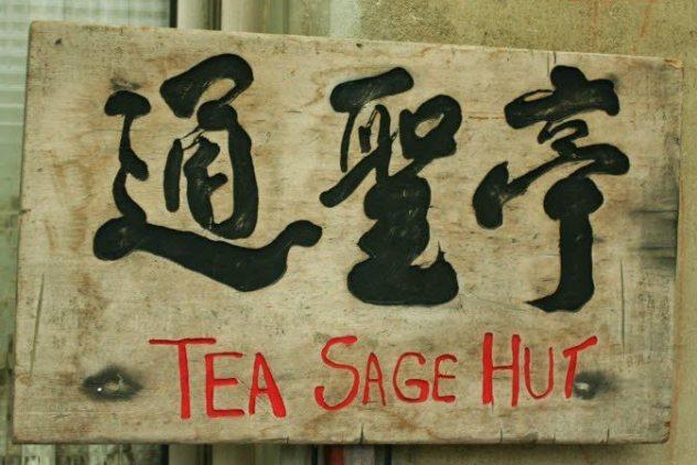 Tea Sage Hut Eingangsschild