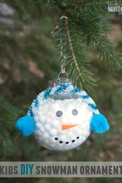 This DIY snowman ornament is so easy that even the kids can do it!
