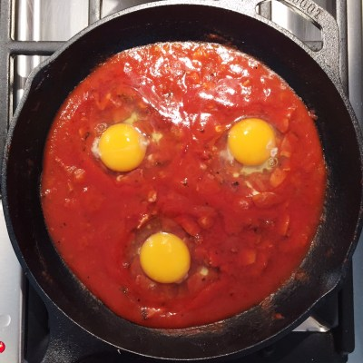 Shakshuka eggs raw