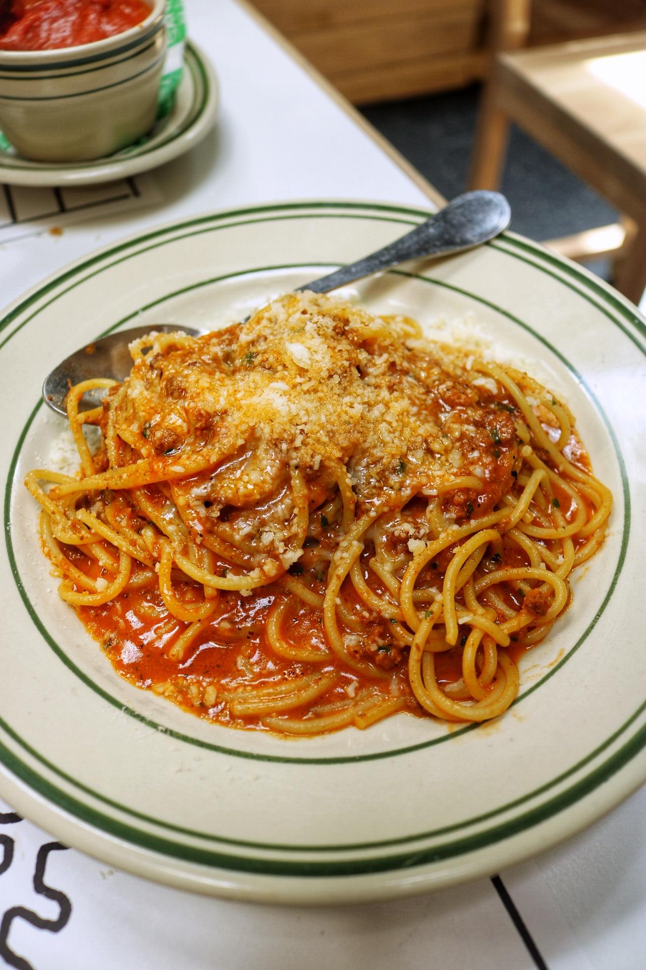 Jon & Vinny's - Bolognese