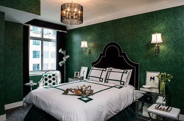 50 Of The Most Spectacular Green Bedroom Ideas   The Sleep Judge Emerald Green   Black