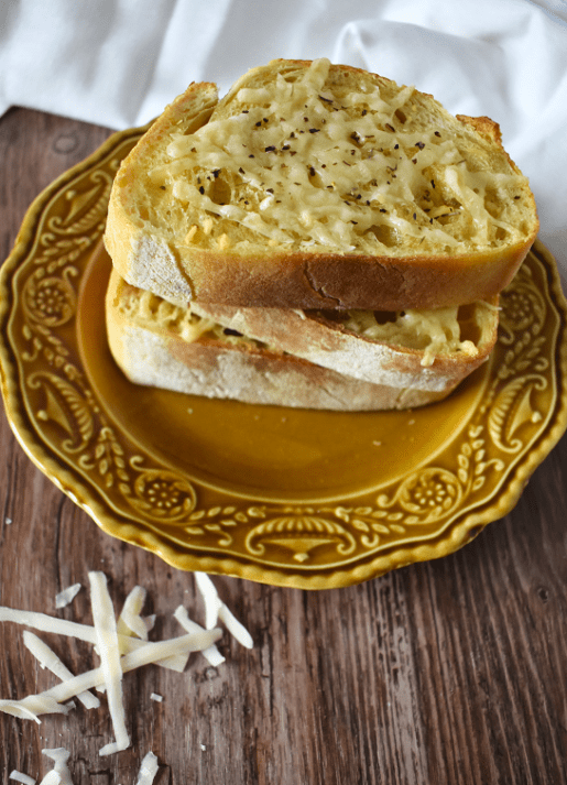 Cheesy Garlic Bread | The Small Town Foodie