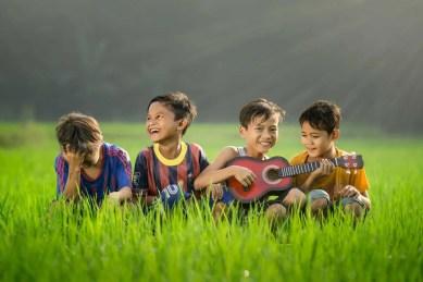 kids playing guitar