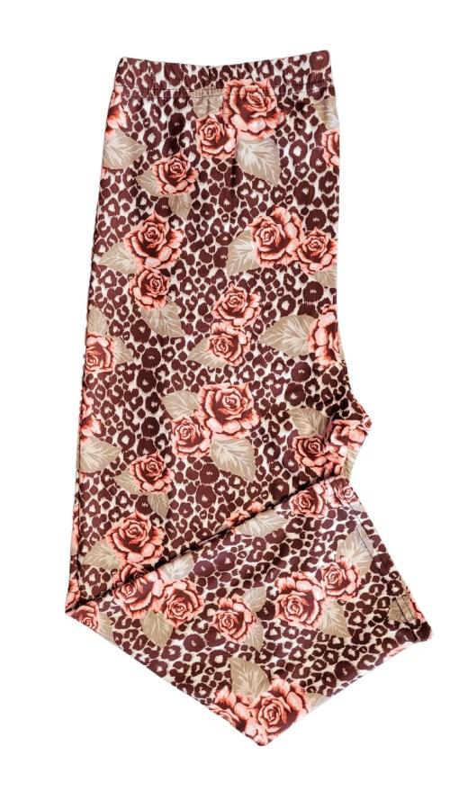 Giraffe Rose Printed Capri Length Regular Band Leggings