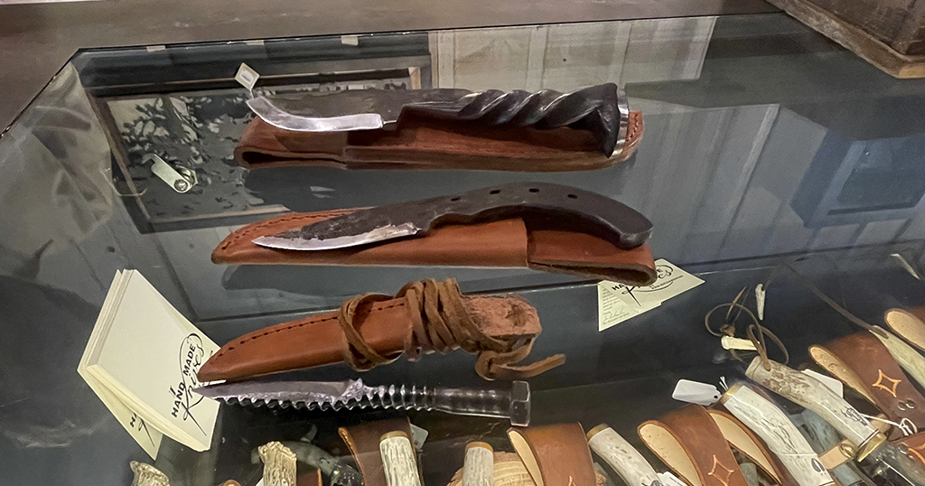 Knives offered at Dollywood